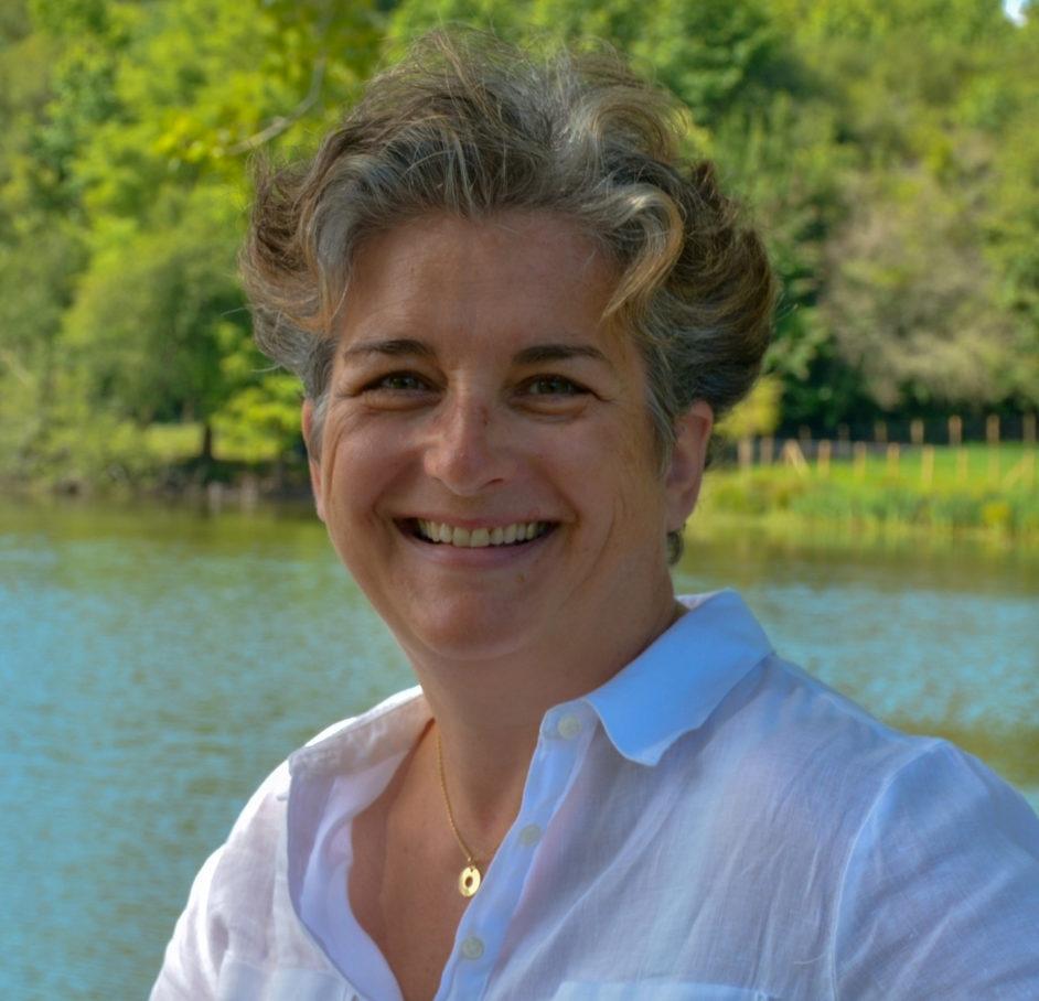 Ceci est une photo de Nadine Gaztambide Conseillère en Pilotage et Accompagnement des Dirigeants de TPE et PME. Nadine Gaztambide exerce son activité au Pays Basque dans le Sud-Ouest de la France.
